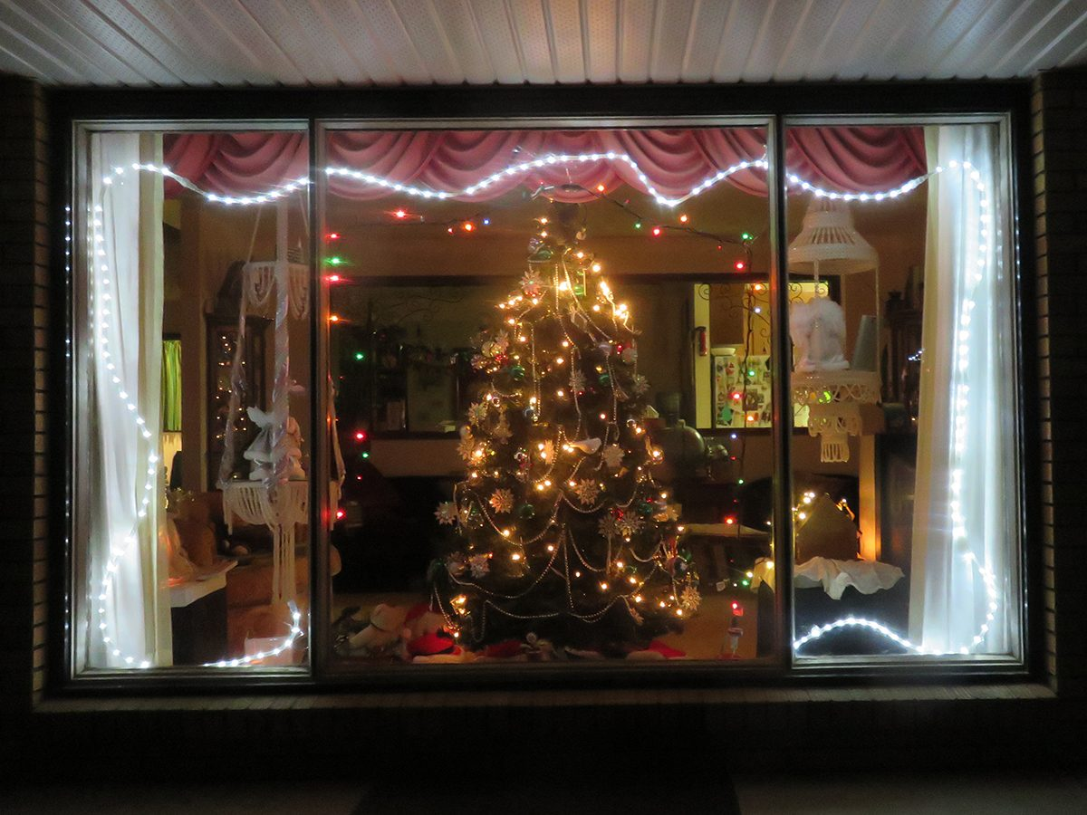 Deck the halls - Window decorations from outside
