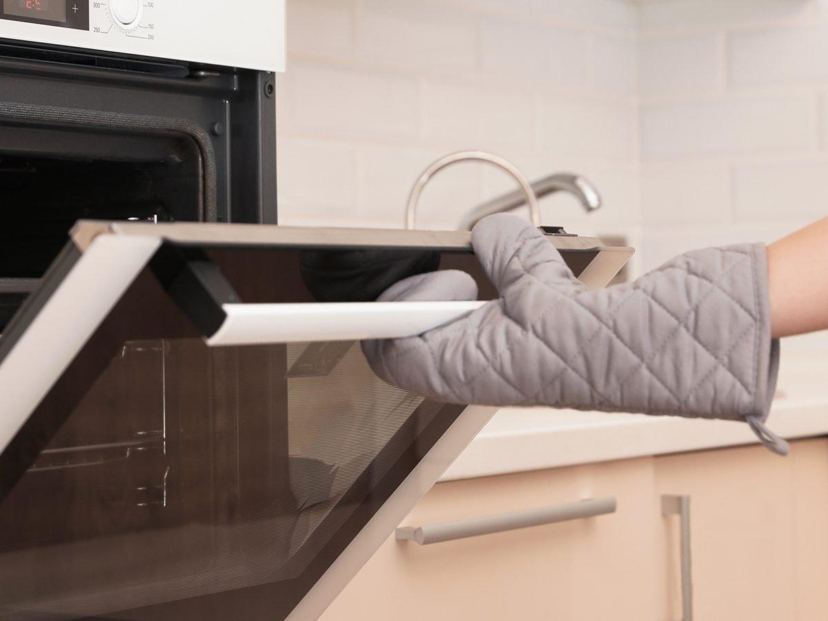 Funny food tweets - opening oven door