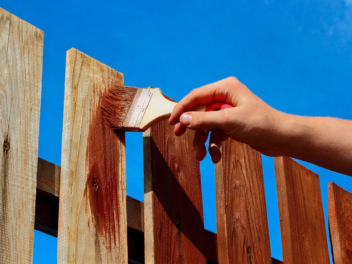 Hilarious DIY jokes - staining a fence