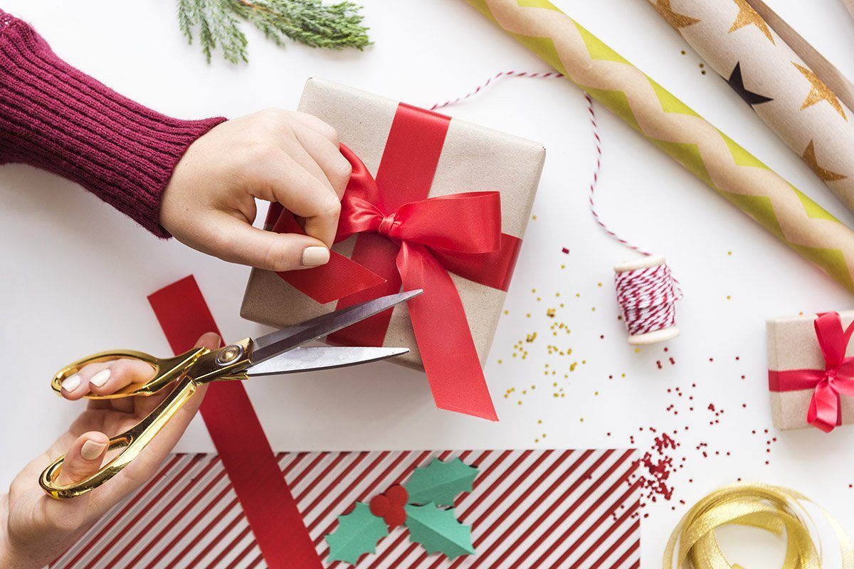 How To Wrap Christmas Presents Like A Pro Reader S Digest Canada