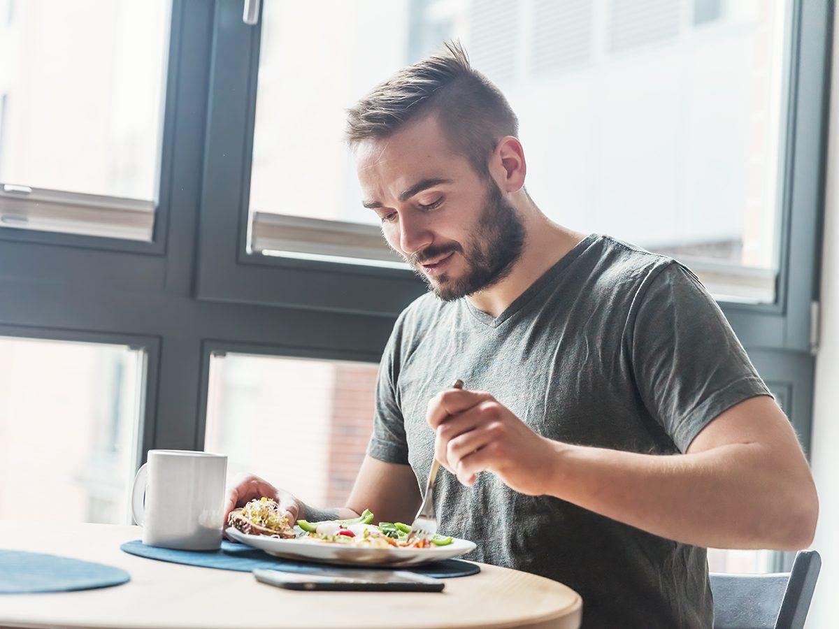 Health benefits of meditation - man eating