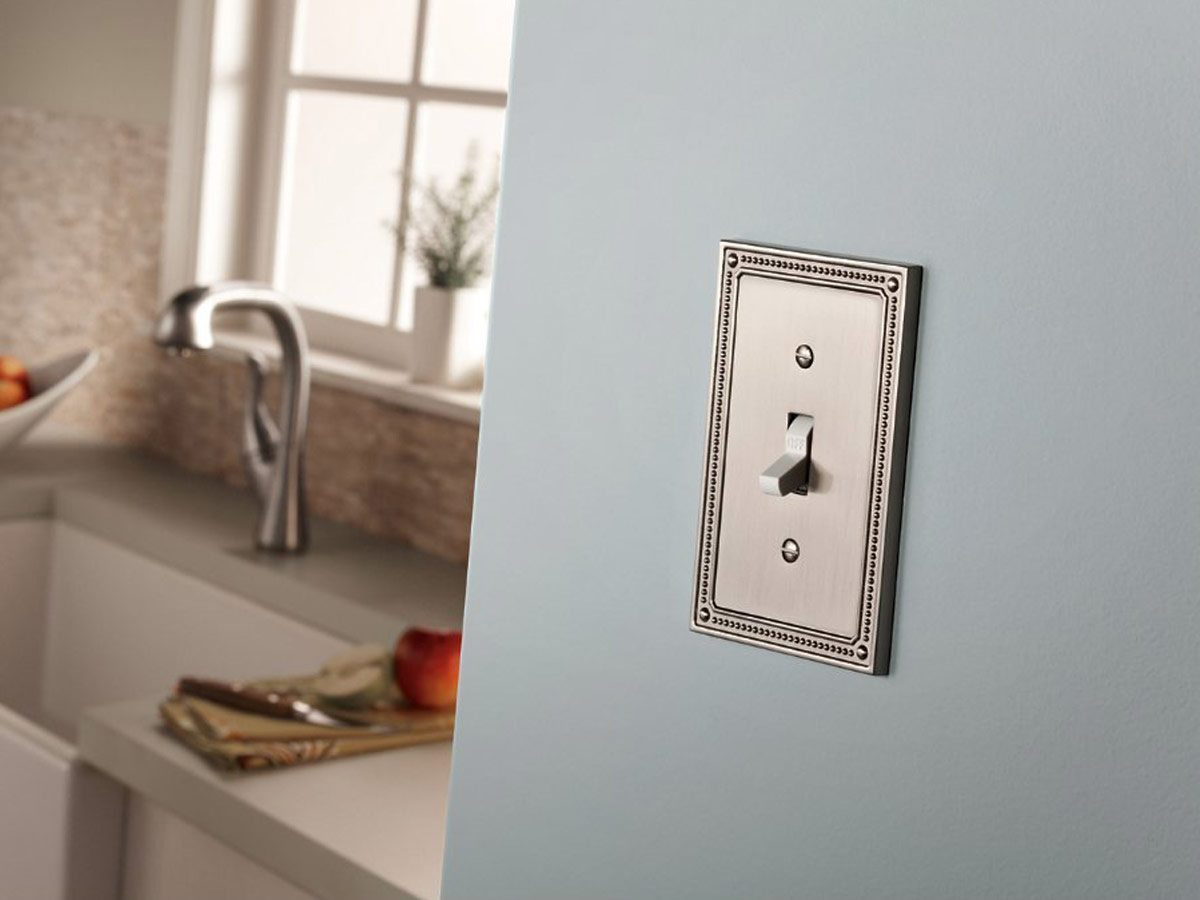 Plate cover for outlet