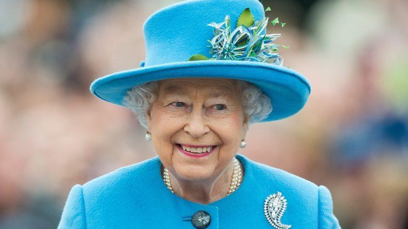 POUNDBURY, DORSET - OCTOBER 27: Queen Elizabeth II tours Queen Mother Square on October 27, 2016 in Poundbury, Dorset. (Photo by Samir Hussein/WireImage)