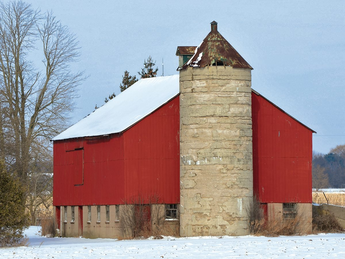 Bright red barn in Belmont, Ontario