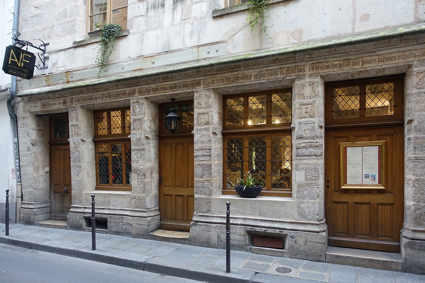Le Marais Paris - Auberge Nicolas Flamel