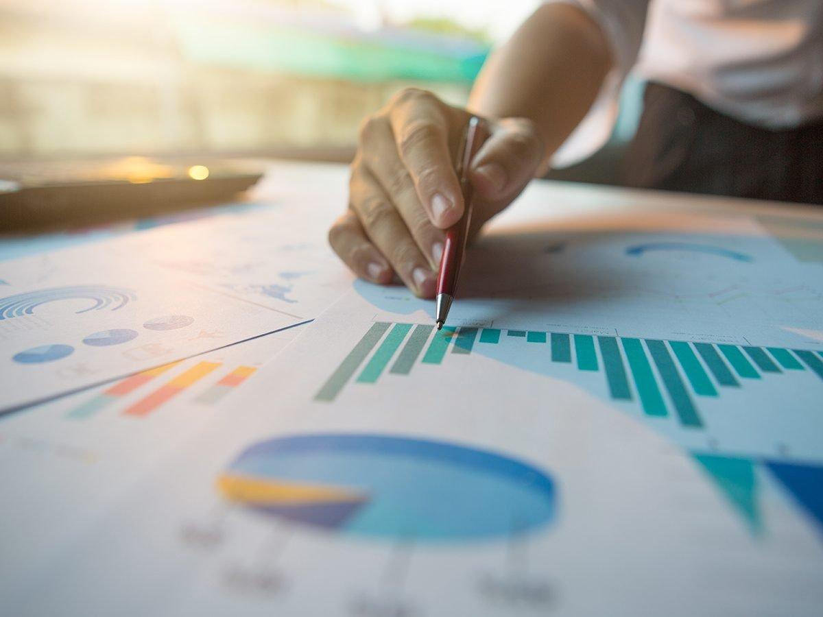 Pi jokes - analyzing business statistics