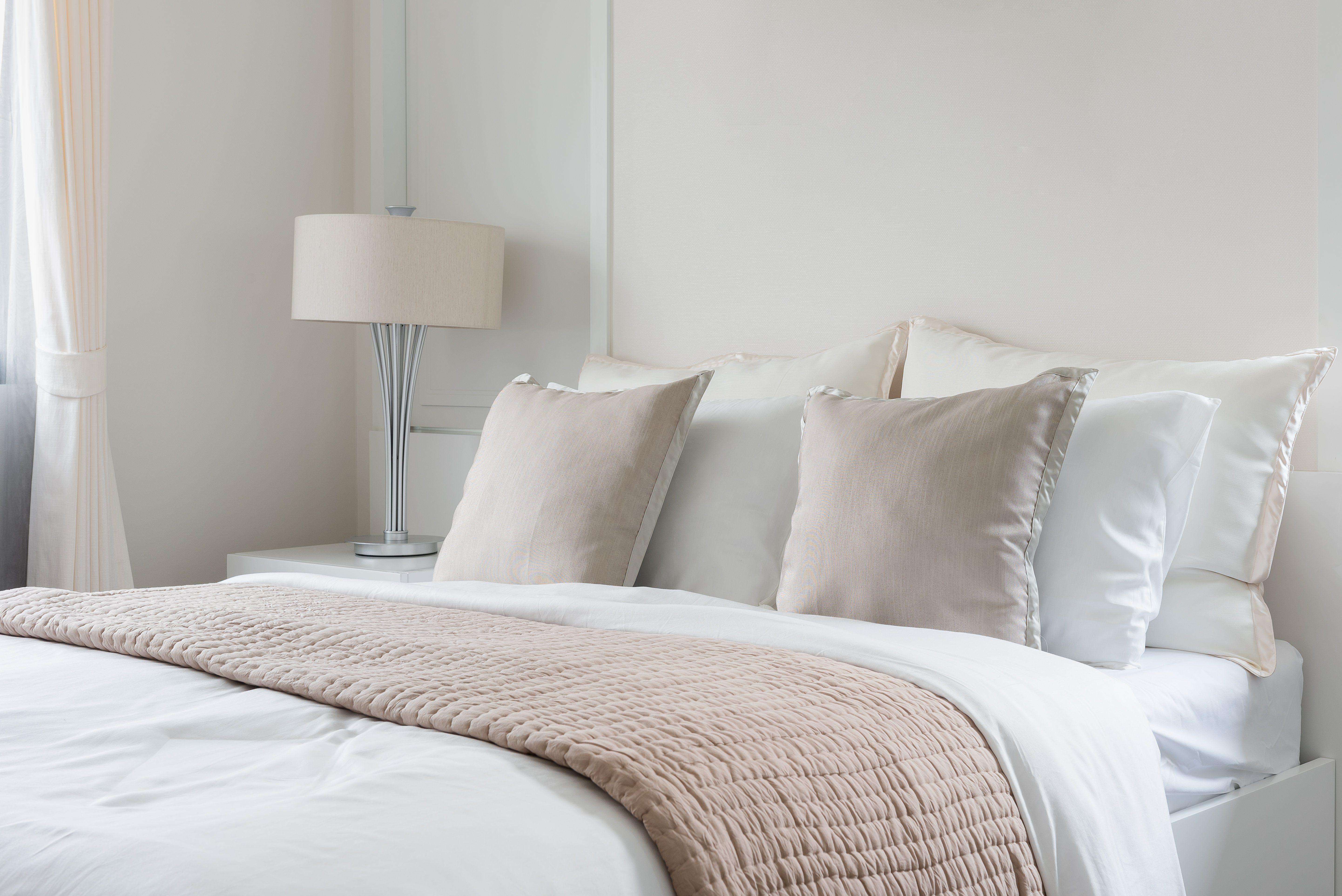 throw pillows hotel