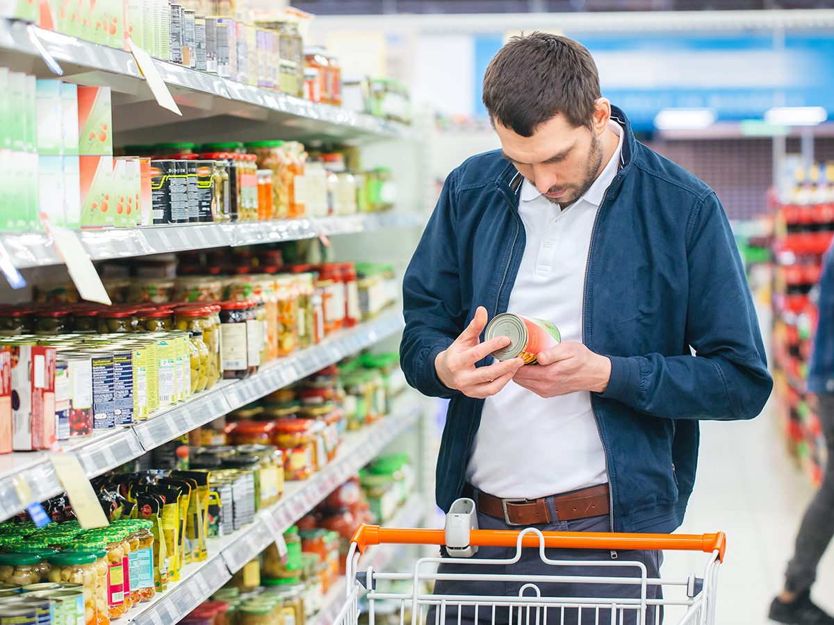 How to read nutrition labels Canada - man grocery shopping