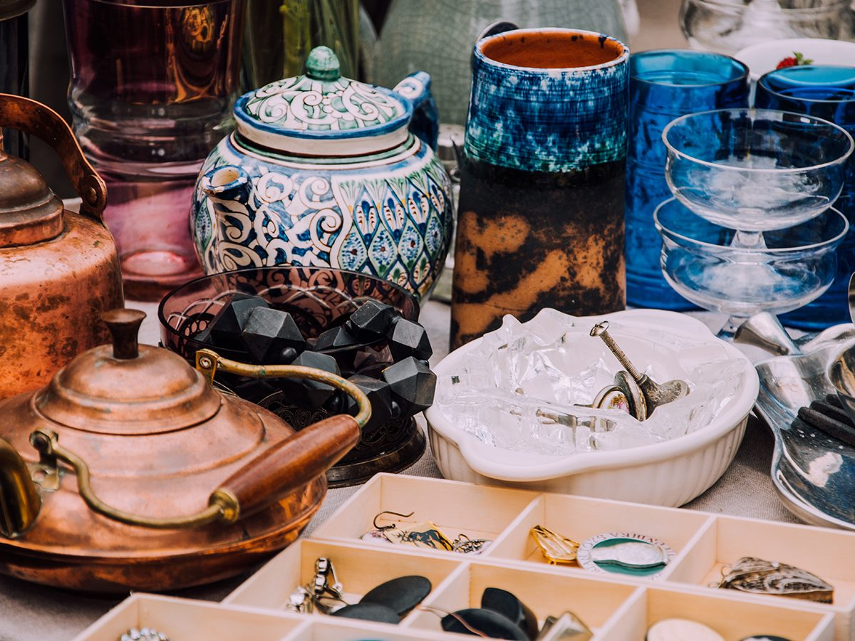 flea market. Vintage stuff. Aesthetics. Fair of old things. Sale of unnecessary things. Garage sale. Weekend Market. Dishes, souvenirs, teapot, cups, spoons, figurines. Antiques. Second hand