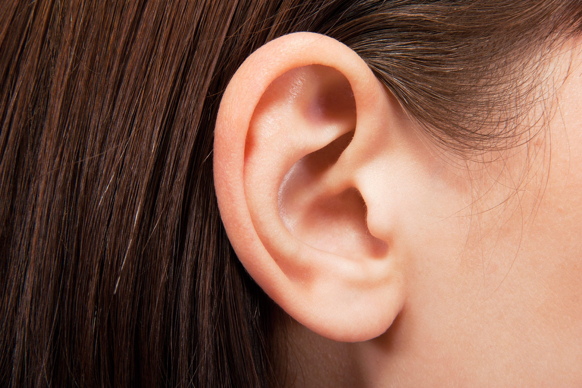 concussion symptoms woman ear
