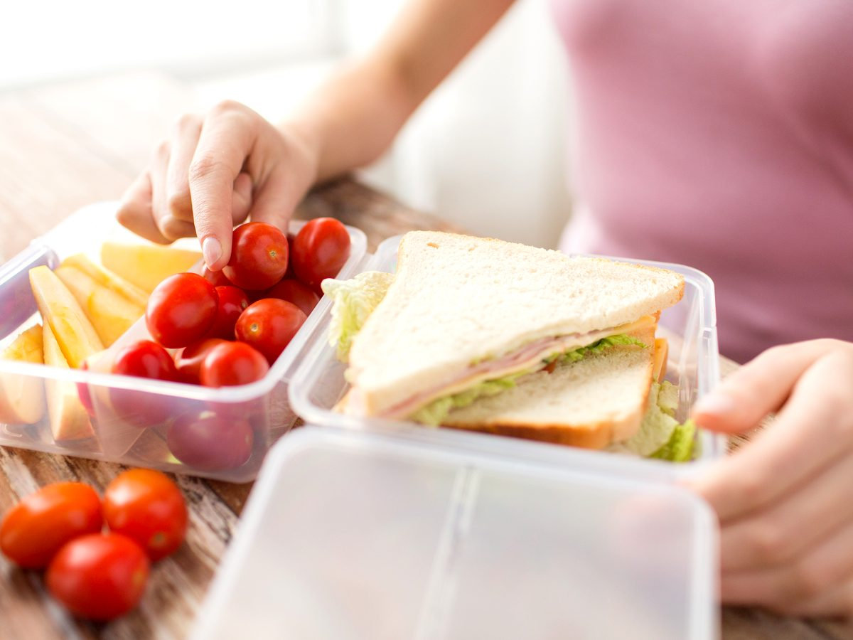Packing lunch in plastic containers