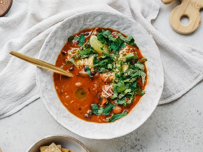 10 ingredient easy vegan chili recipe