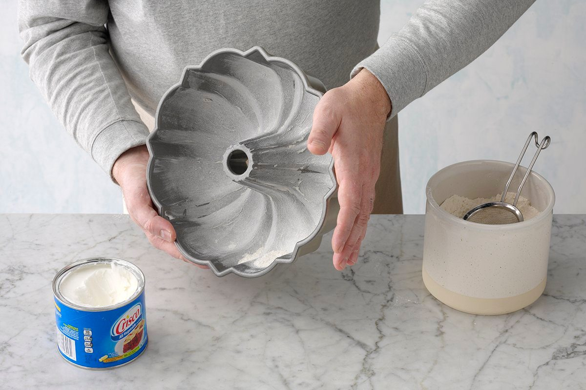 Greasing Bundt cake pan