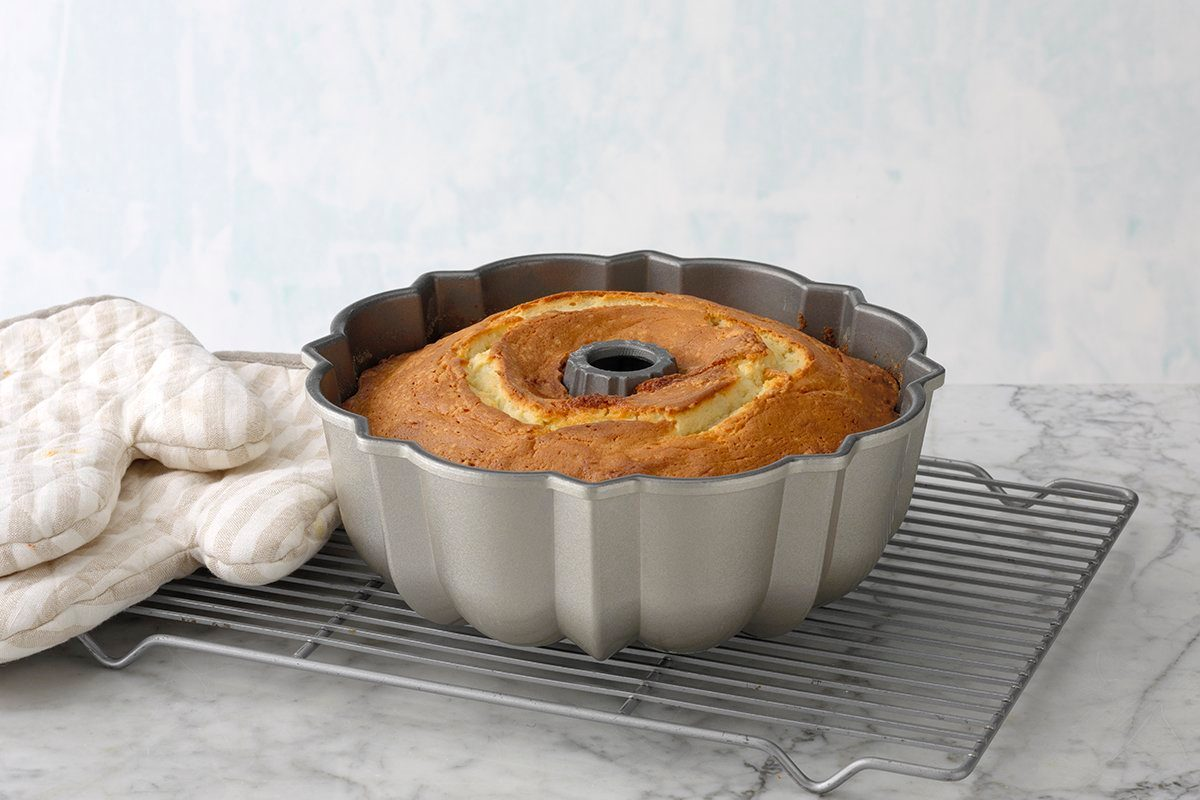 Bundt cake cooling