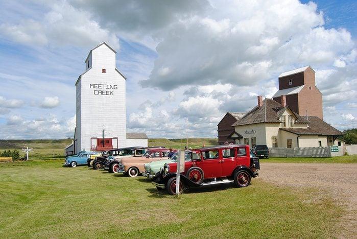 historical canadian photos - Meeting Creek granary and railroad