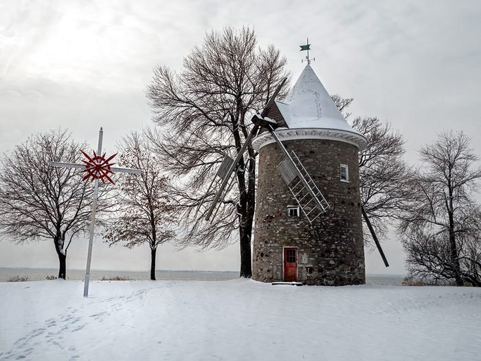 historical canadian photos - Pointe Claire windmill