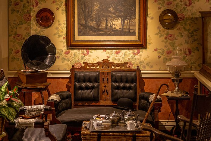 historical canadian photos - sitting room