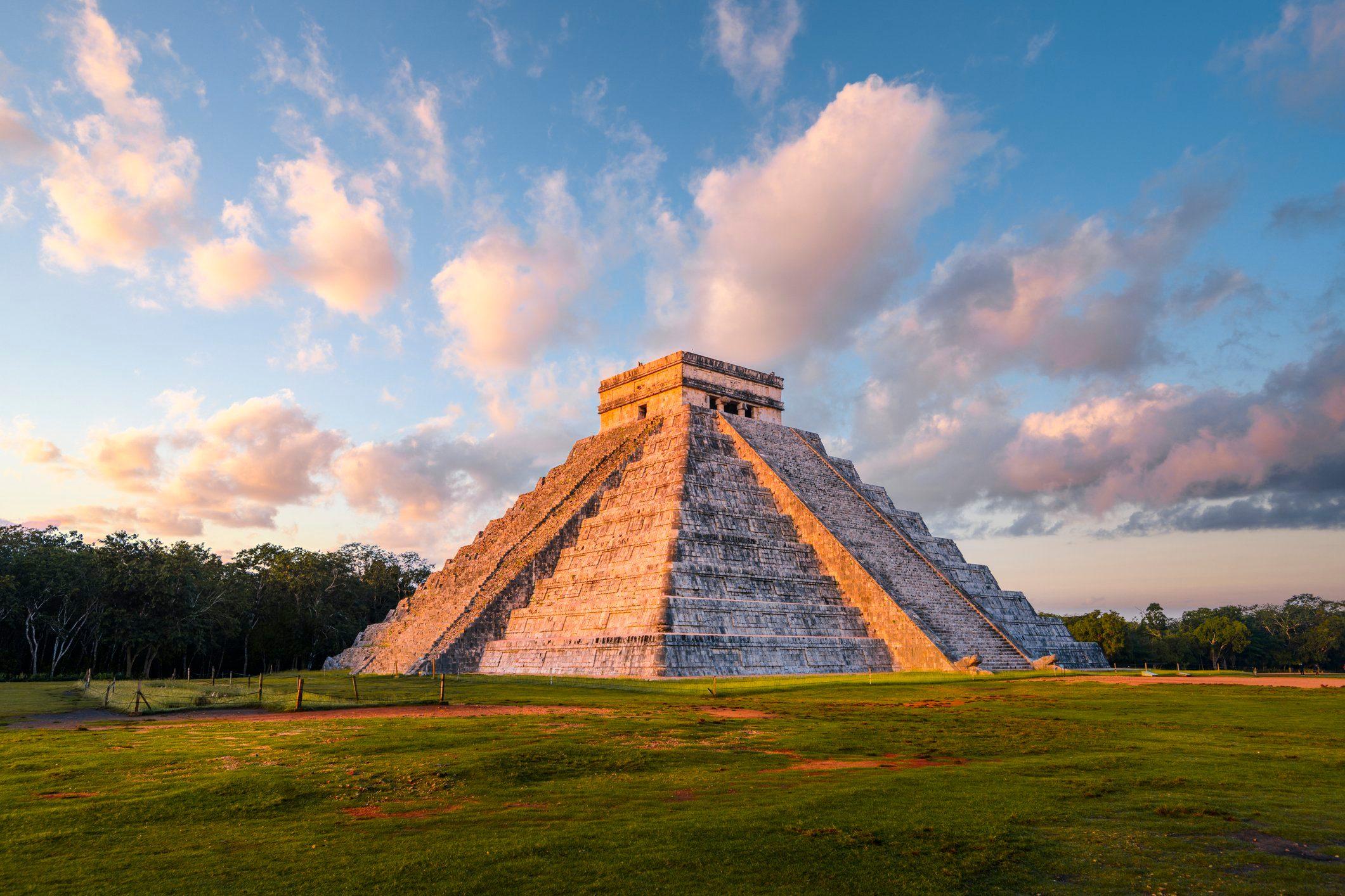 Kukulkan pyramid at Chichen-Itza archaeological site, Yucatan, Mexico