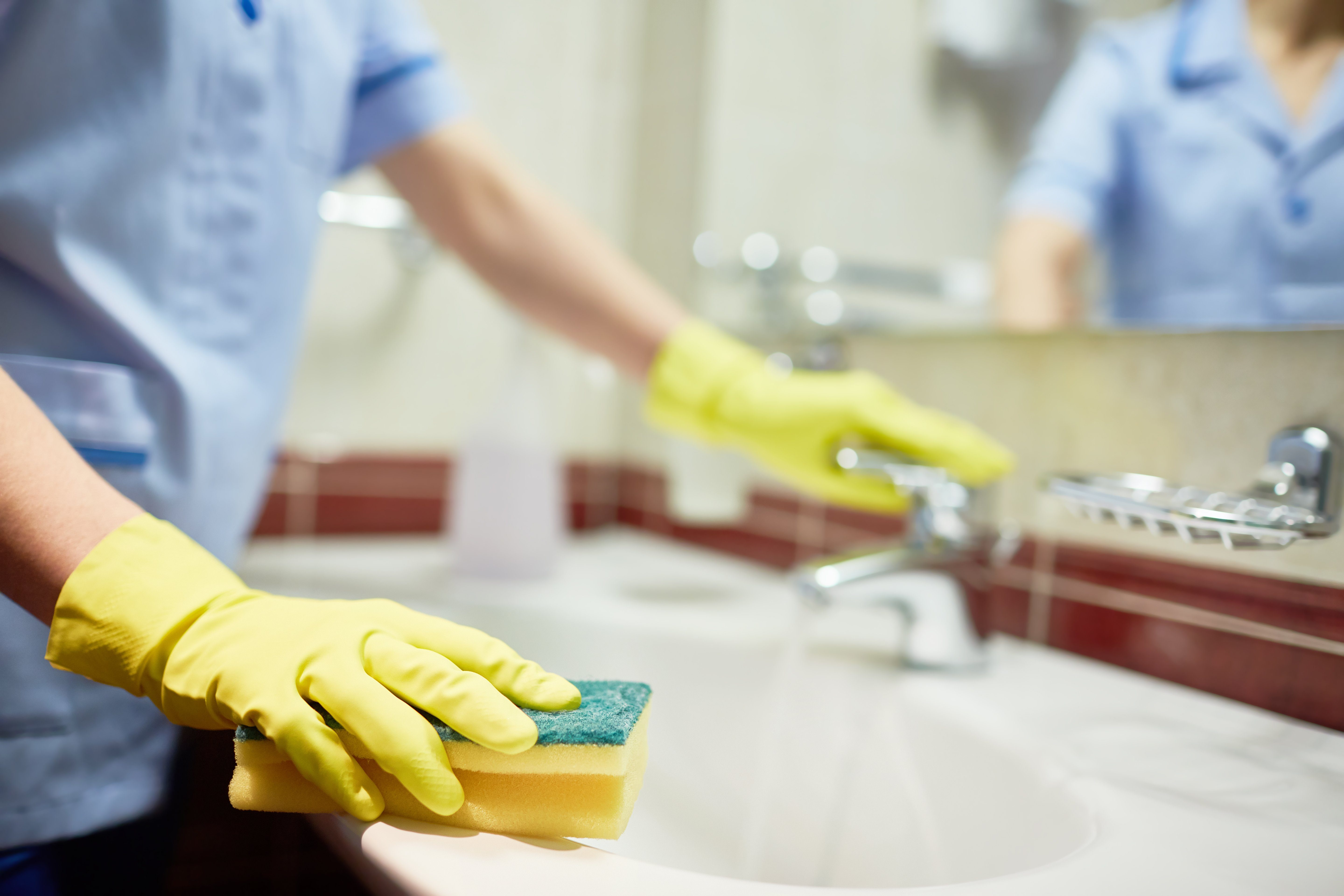 Cleaning sink with sponge