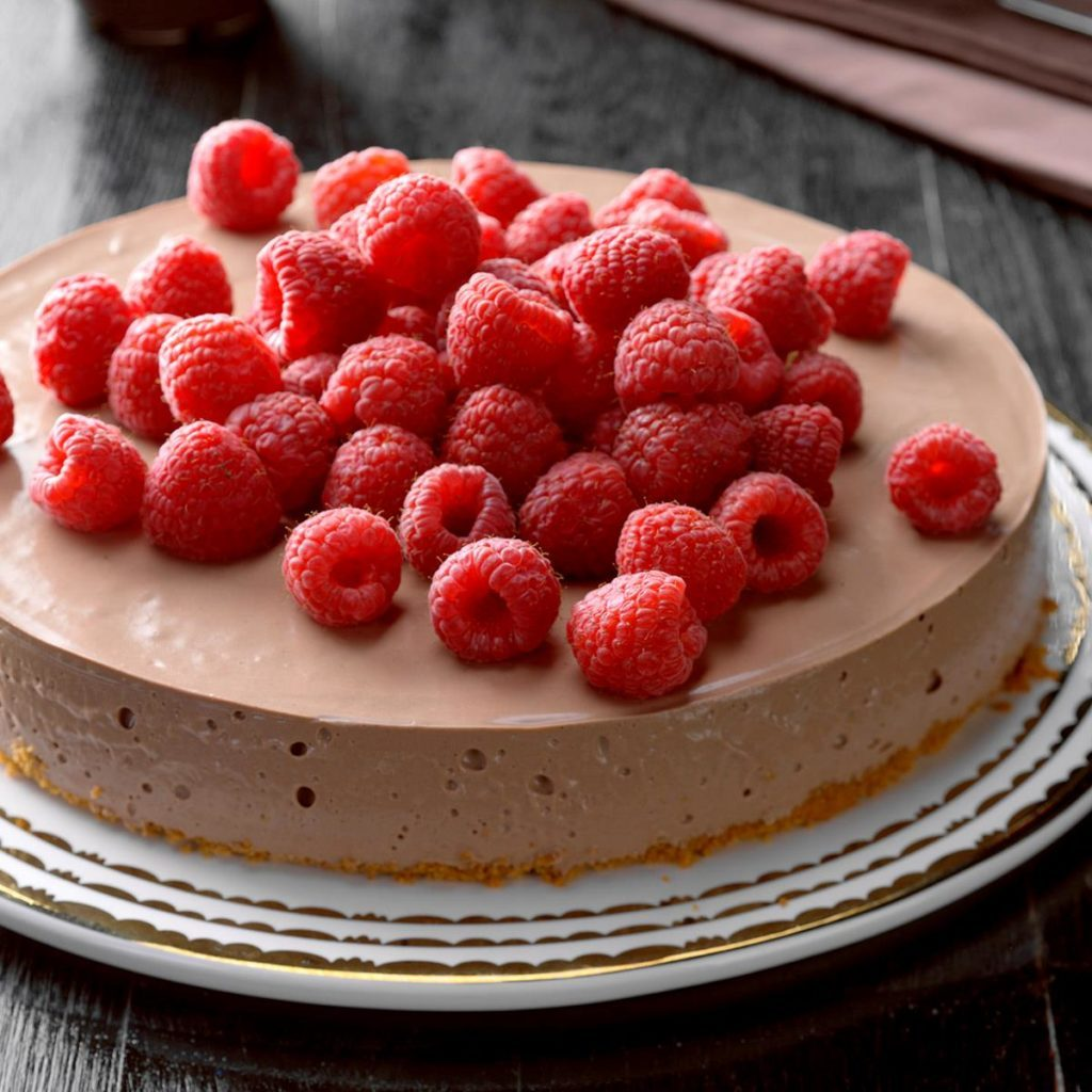 Chocolate and raspberry cheesecake