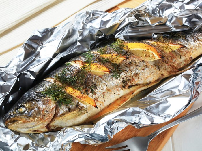 Aluminum foil and food - Baked trout with lemon and dill