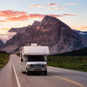RV trip planner Canada - RV on Icefields Parkway in Alberta