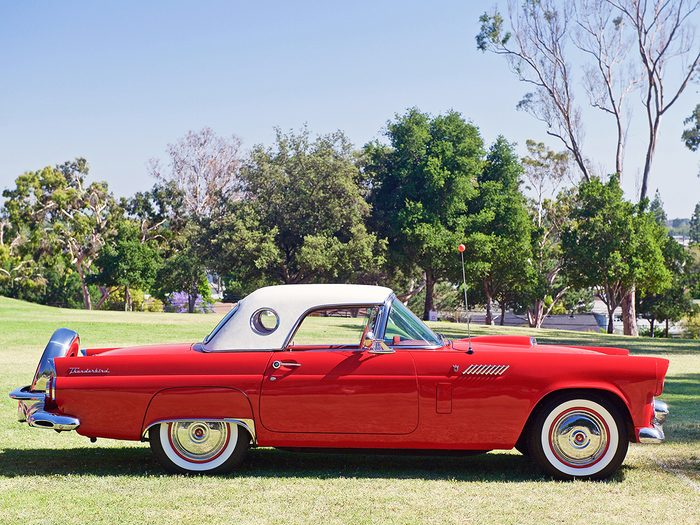 Classic cars found in barns - classic Ford Thunderbird