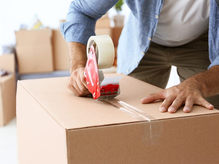 Kitchen sponge hacks - moving packing boxes