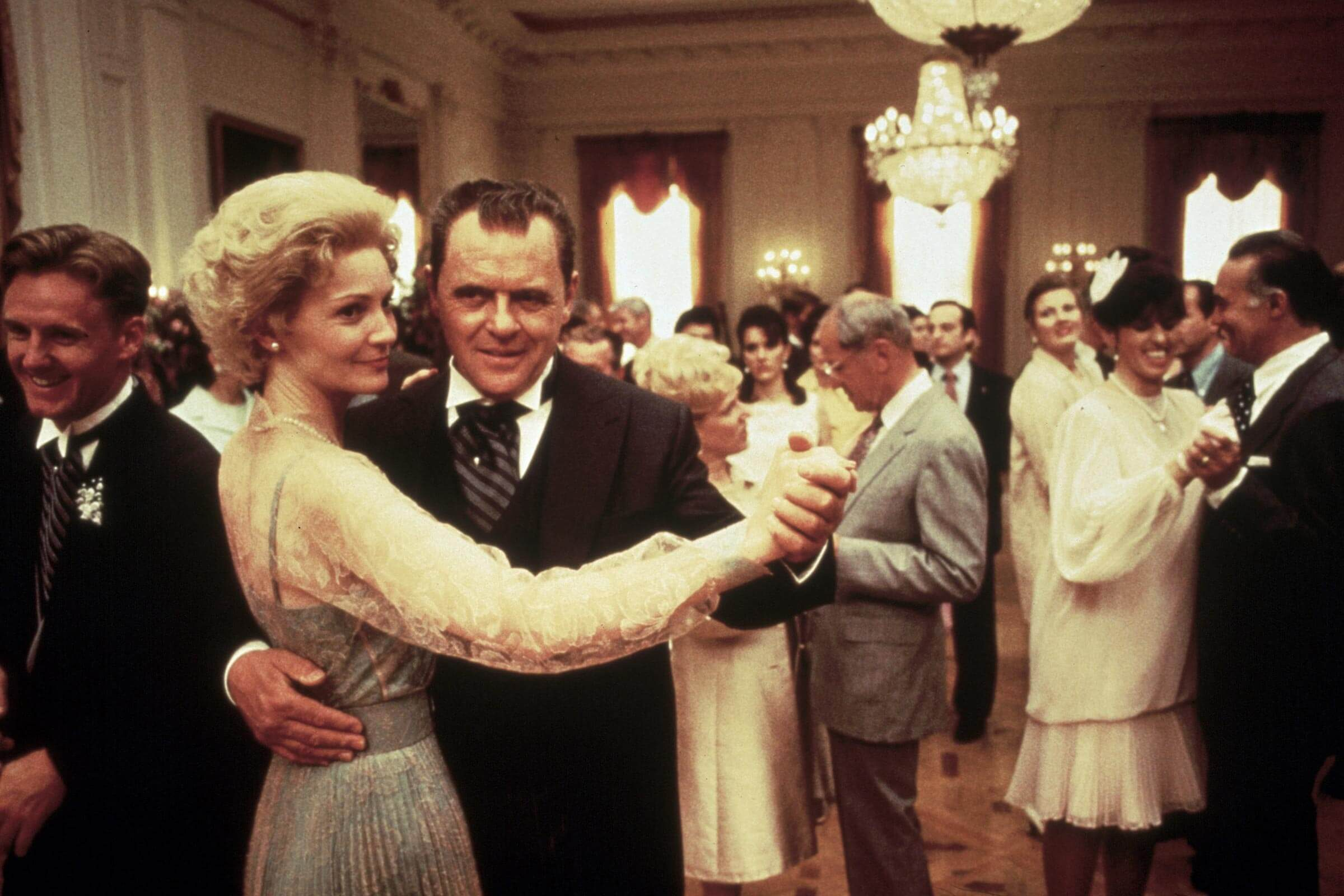 FILM STILLS OF 'NIXON' WITH 1995, JOAN ALLEN, ANTHONY HOPKINS, OLIVER STONE IN 1995