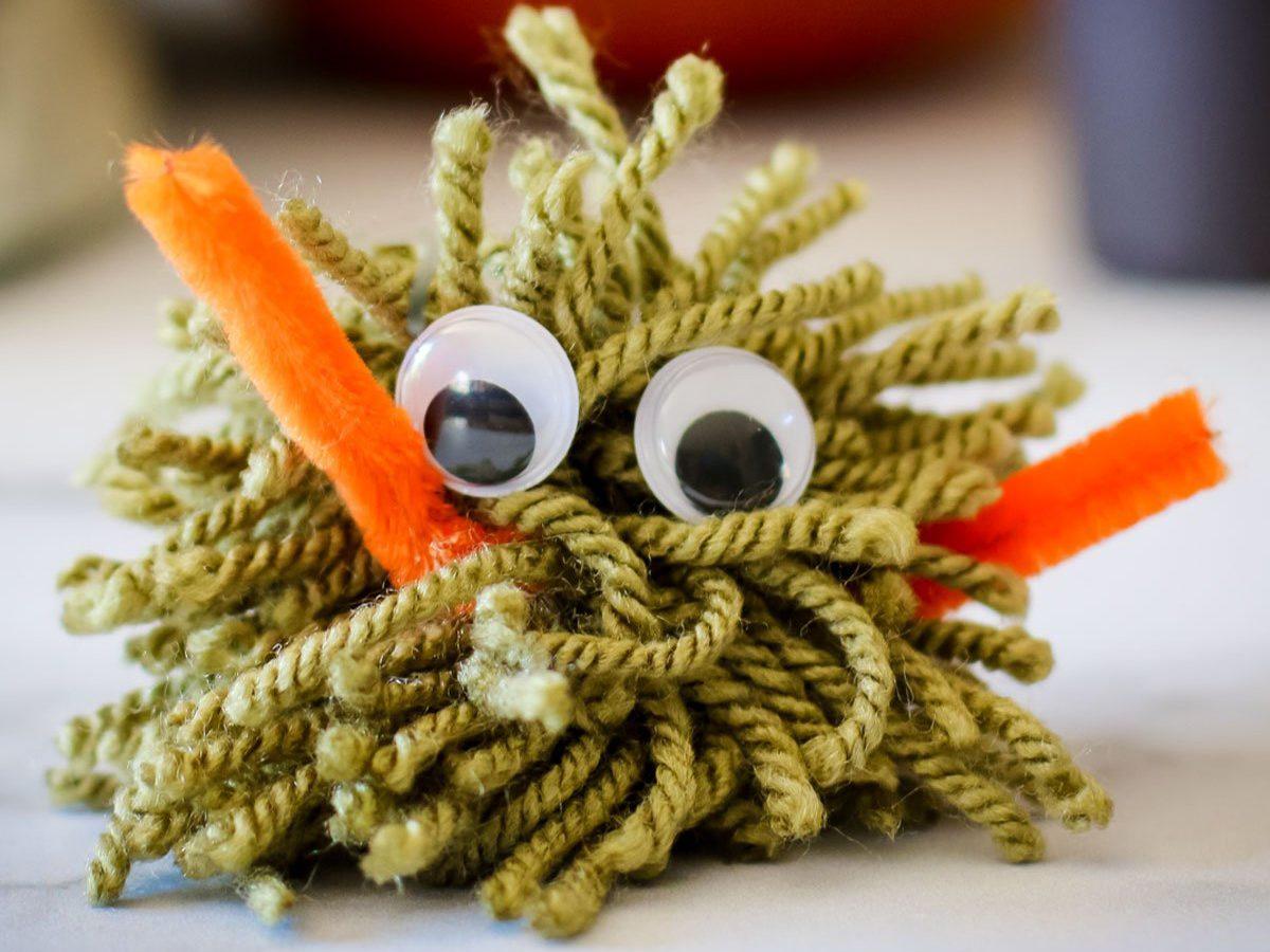 Easy halloween crafts for kids - Yarn Monster