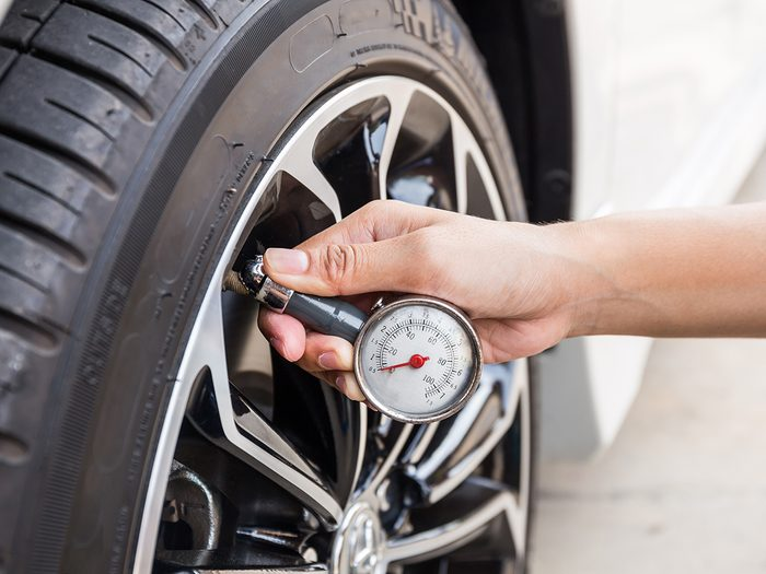 How to store a classic car for winter - check tire pressure
