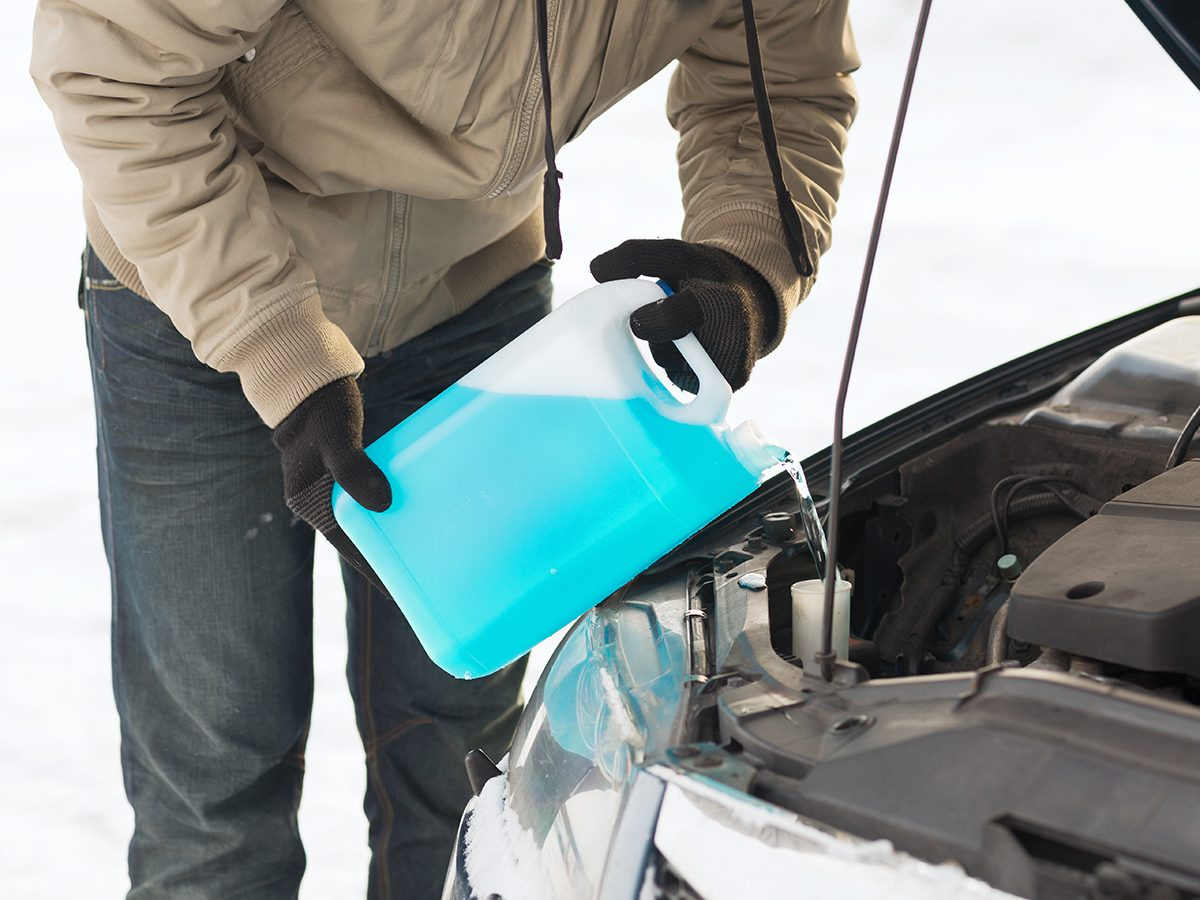 How to change windshield wiper fluid