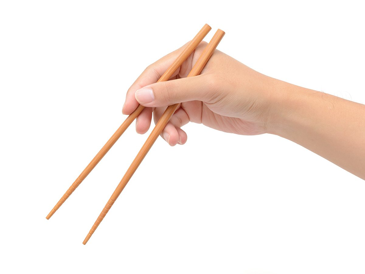 How to lose weight without exercise - use chopsticks
