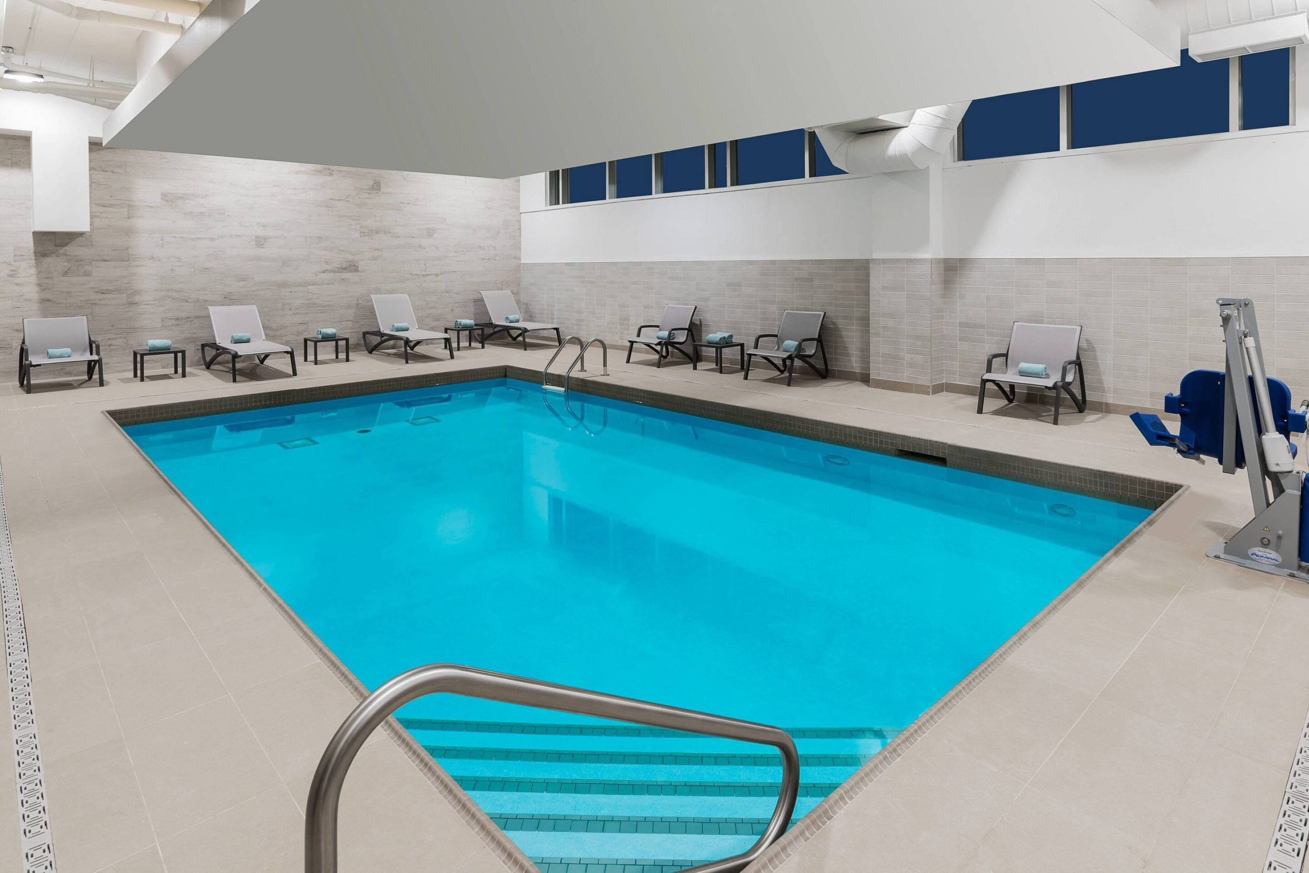 Marriott Courtyard Burlington swimming pool
