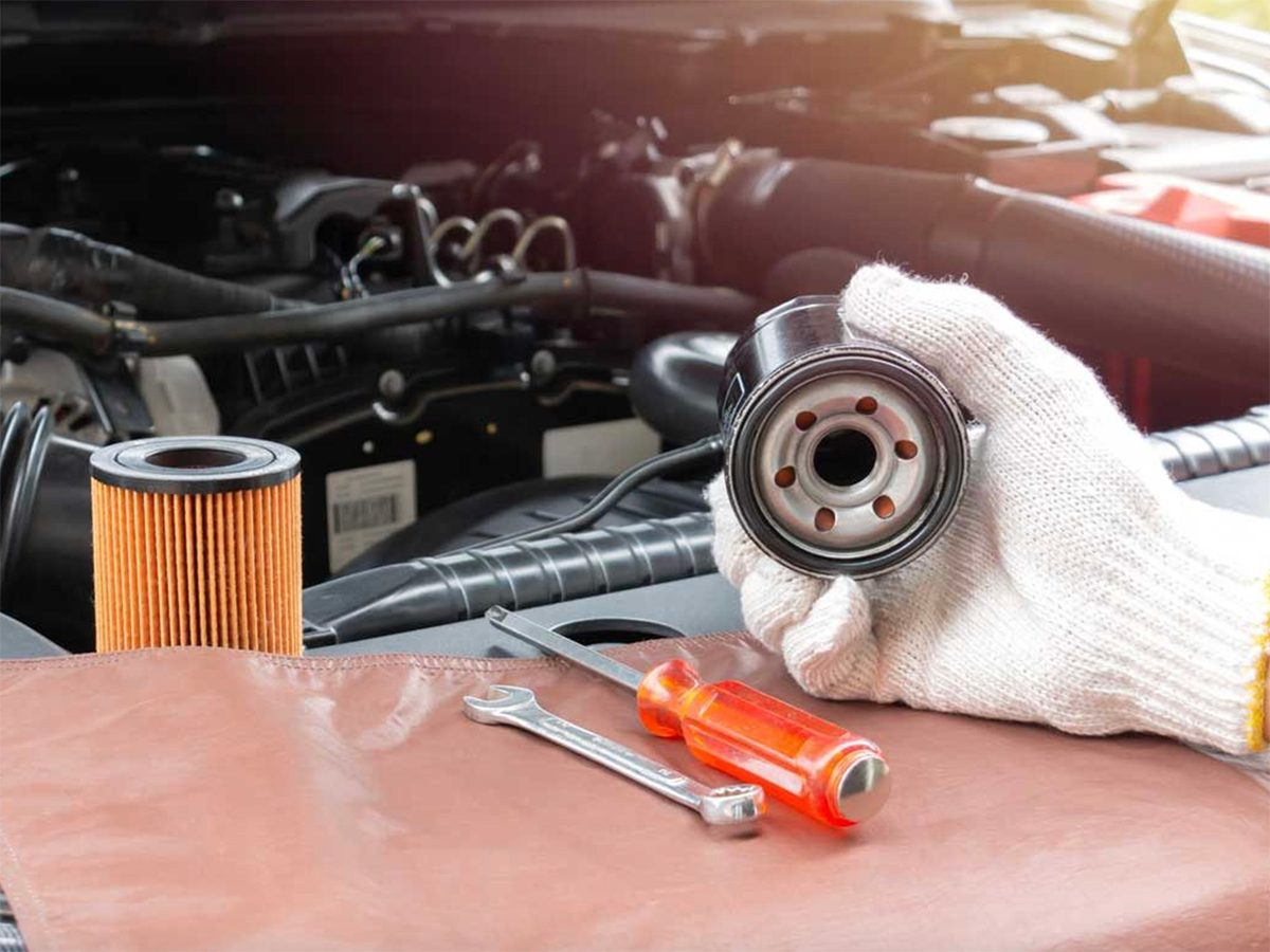 Changing car oil filter