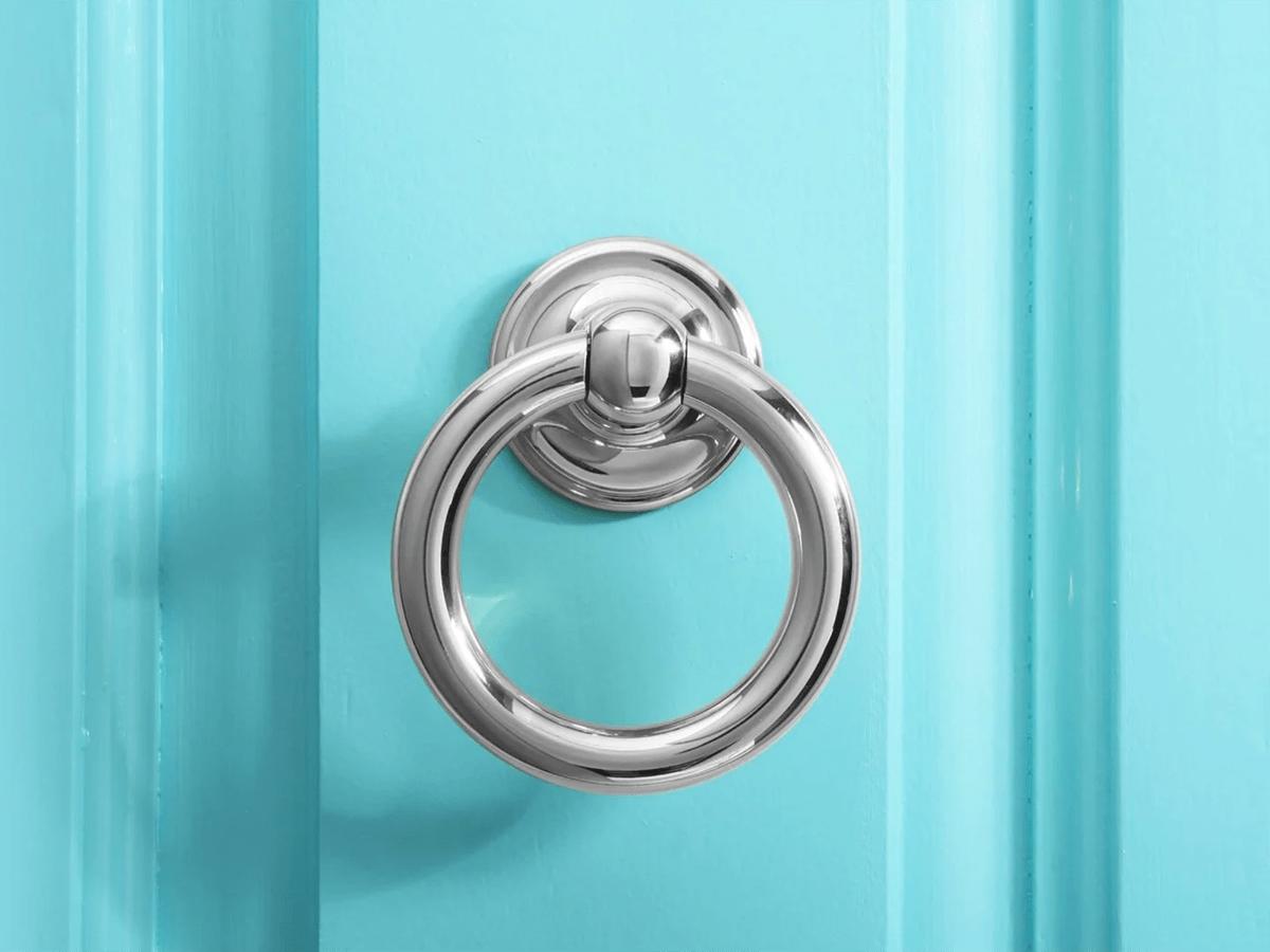 Knock knock jokes for kids - Blue door knocker