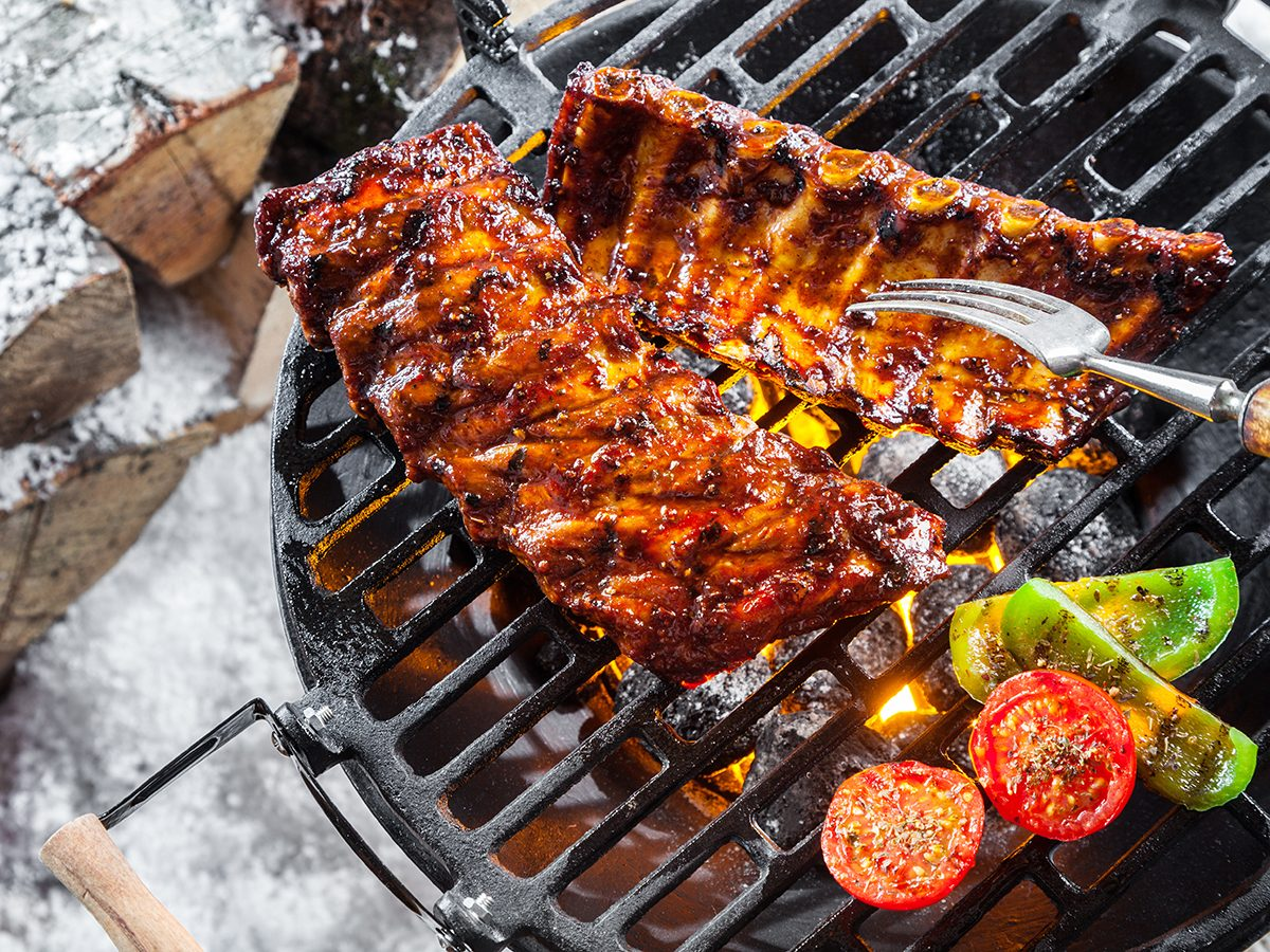 Winter grilling tips - bbq in snow