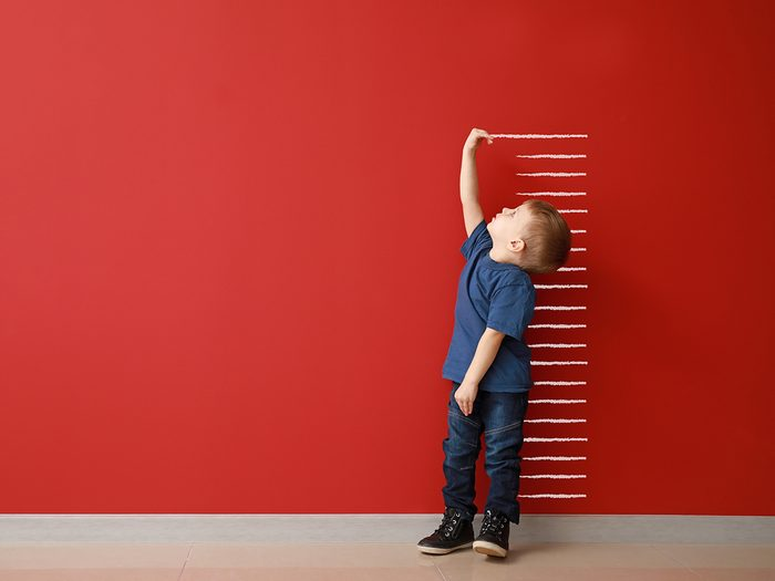 Funny parent tweets - little boy measuring height