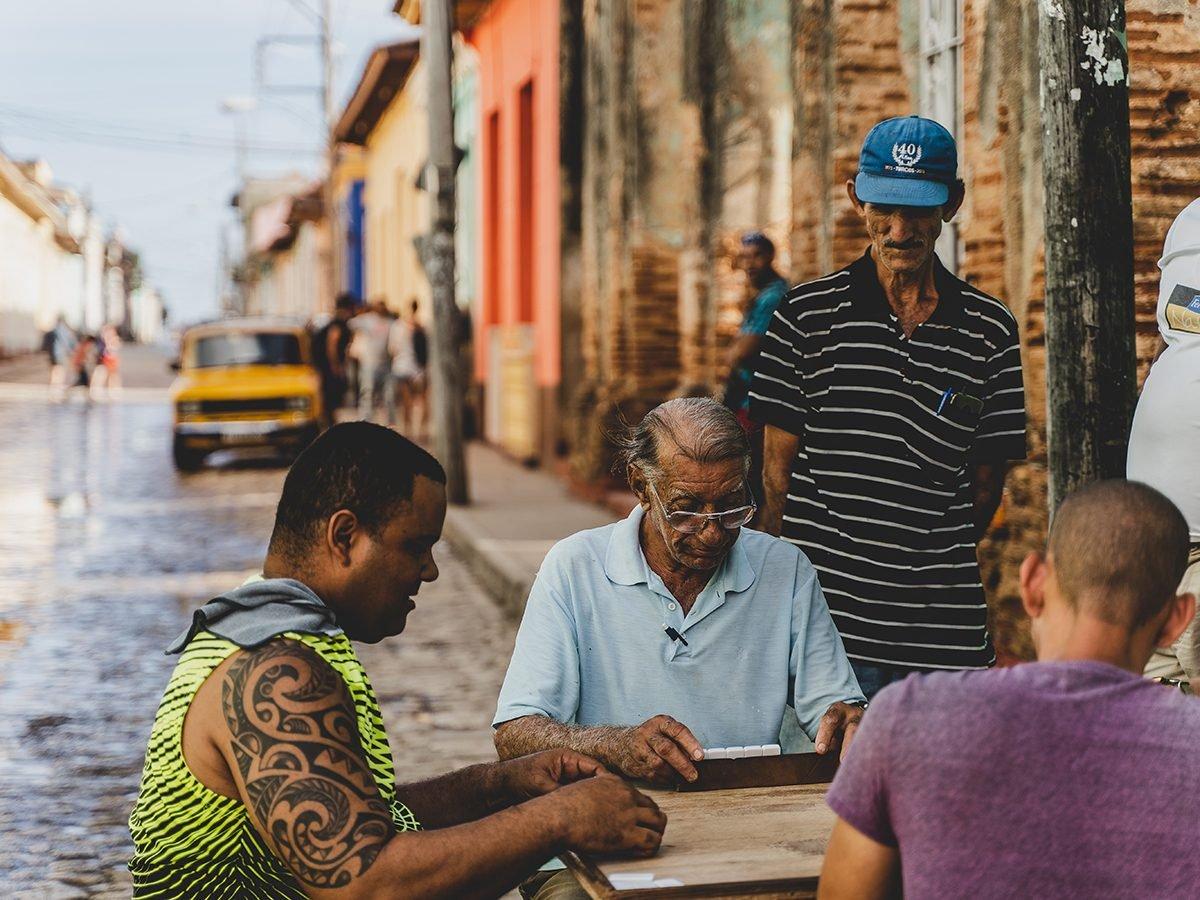 Mahjong Facts Cuba - Playing Mahjong on a street in Trinidad, Cuba