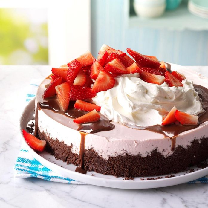 Chocolate-Topped Strawberry Cheesecake recipe