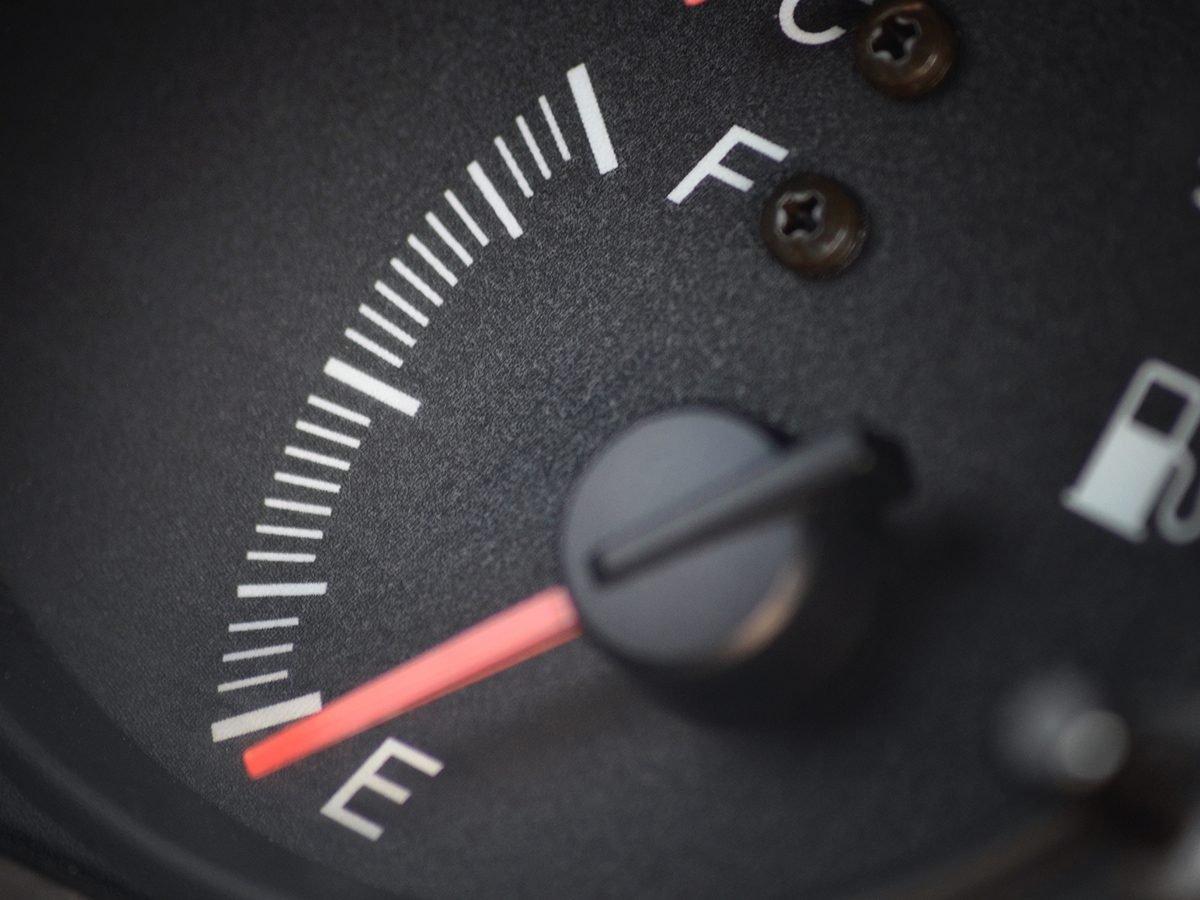 Bad Gas Pump Habits - Gas Gauge On Empty