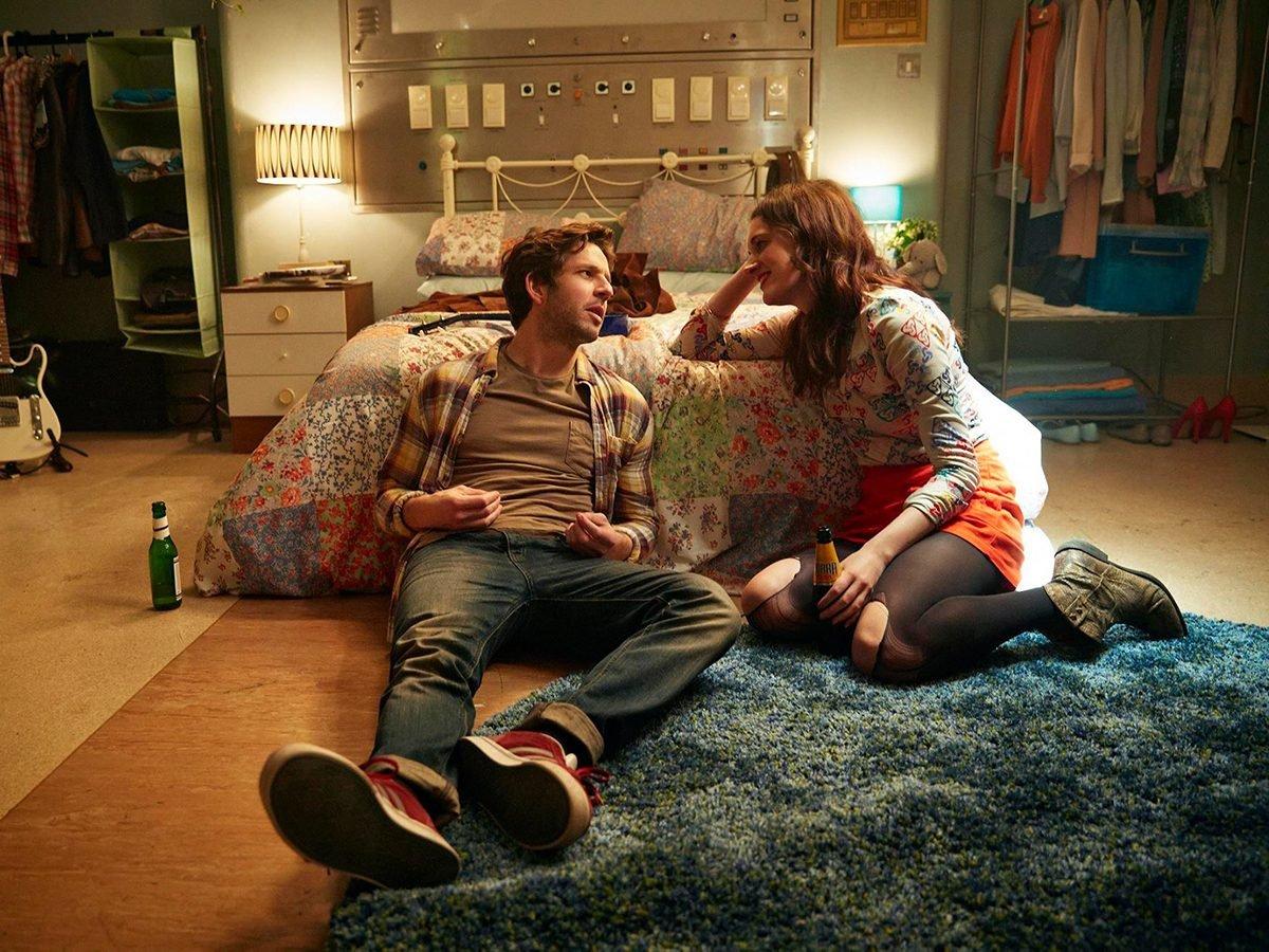 Best Half-Hour Shows To Watch On Netflix Canada - Crashing
