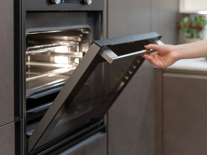 opening oven door