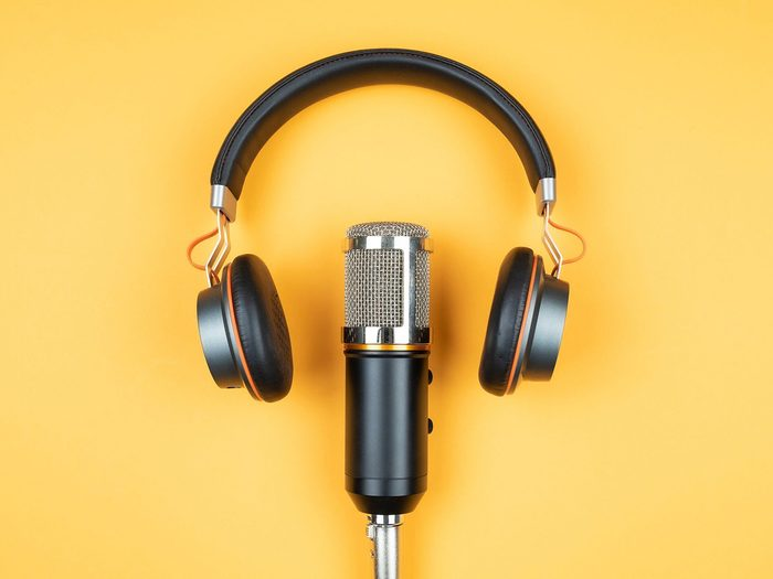 How To Listen To Podcasts For Free Headphone Mic