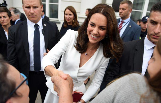 Royal family rules - Kate Middleton greeting public