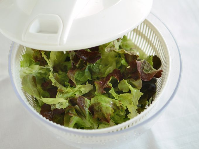 How to wash lettuce - Green salad leaves in a spinner