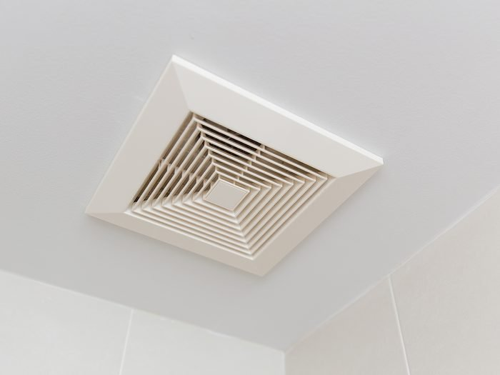 How to cool down a room without AC - bathroom fan