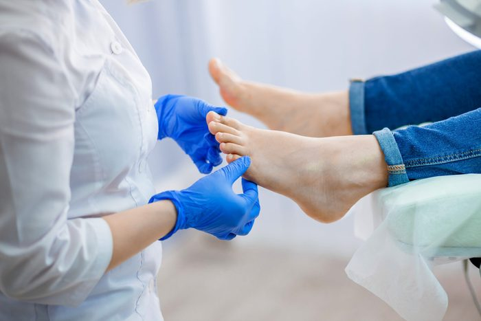 Foot symptoms - Straight line