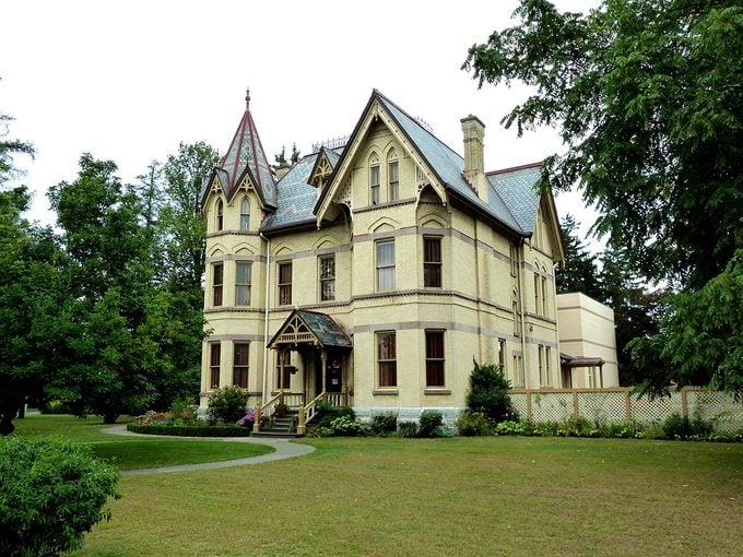 Oscar Wilde Woodstock - Annandale House in Tillsonburg, Ontario