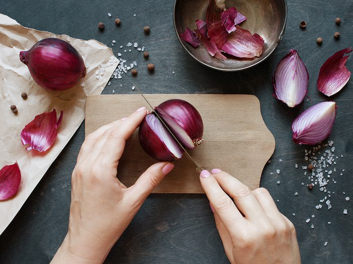 Microwave tricks - cutting red onions
